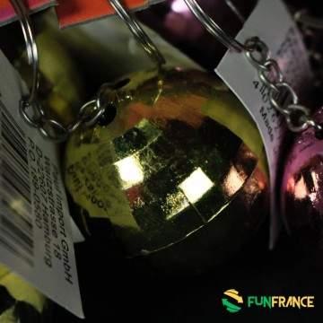 FUNFRANCE - E-Commerce Français : Boule à facettes porte clef 4cm - 0.466667€/ht - Porte clef boule à facettes. Disponible en4