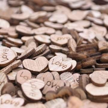 100 x coeurs d'amour en bois 12x15mm