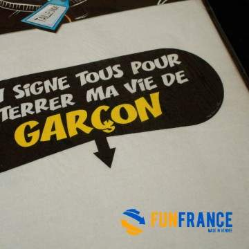 """FUNFRANCE - E-Commerce Français : T-shirt humour """"On signe tous pour enterrer ma vide de garçon"""" - 11.583333€/ht - On signe tous"""