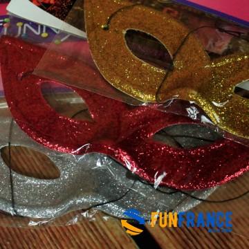 FUNFRANCE - E-Commerce Français : Masque loup carnaval léger couleur paillettes - 0.541667€/ht - Masque loup PVC rigide paillett