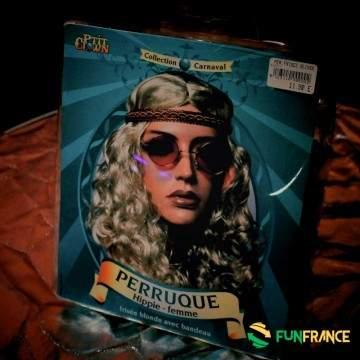 FUNFRANCE - E-Commerce Français : Perruque blonde Hippie femme - 9.916667€/ht - Perruque de hippie pourfemmeblonde aux cheveux
